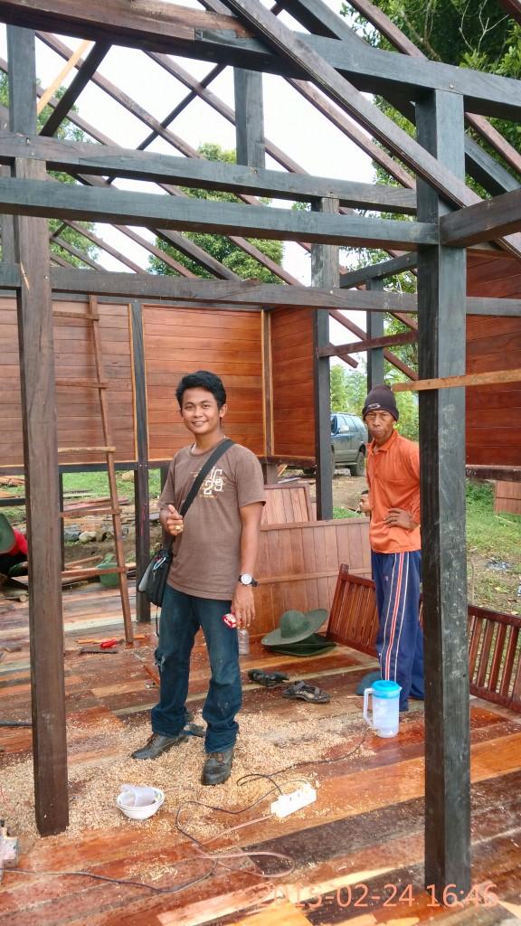 dinding dan lantai rumah kayu