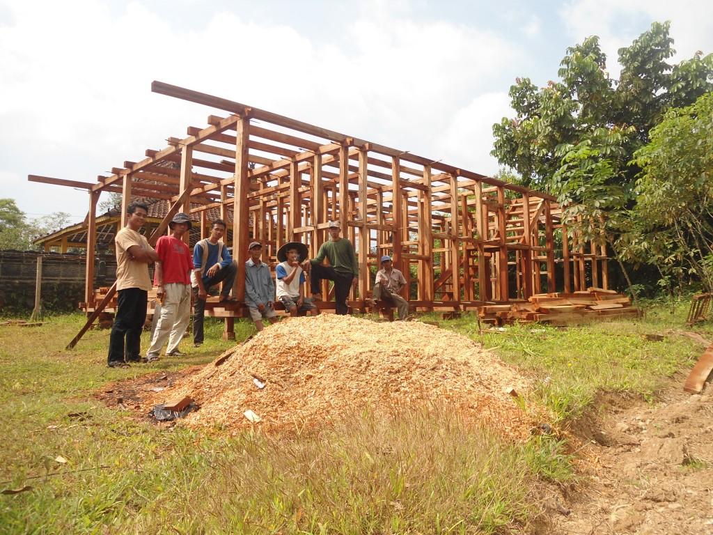 tukang pembuat rumah kayu