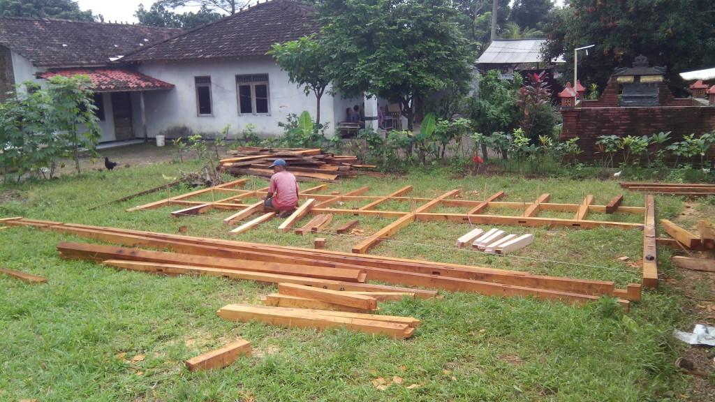 proses pembuatan dan perakitan rangka dinding rumah kayu