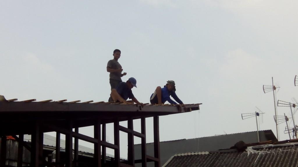 proses dan hasil pembuatan rumah kayu tingkat