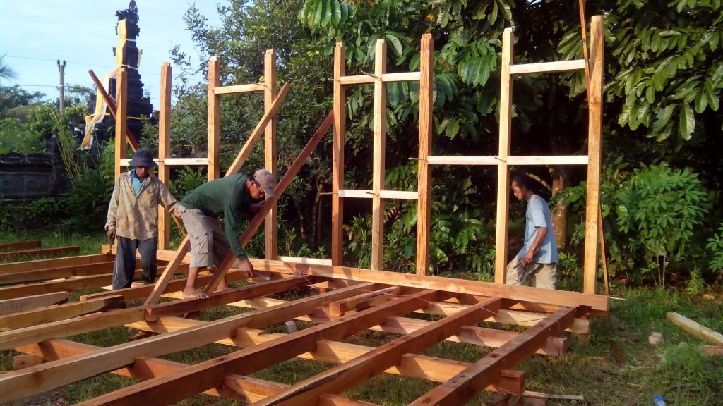 tukang rumah kayu