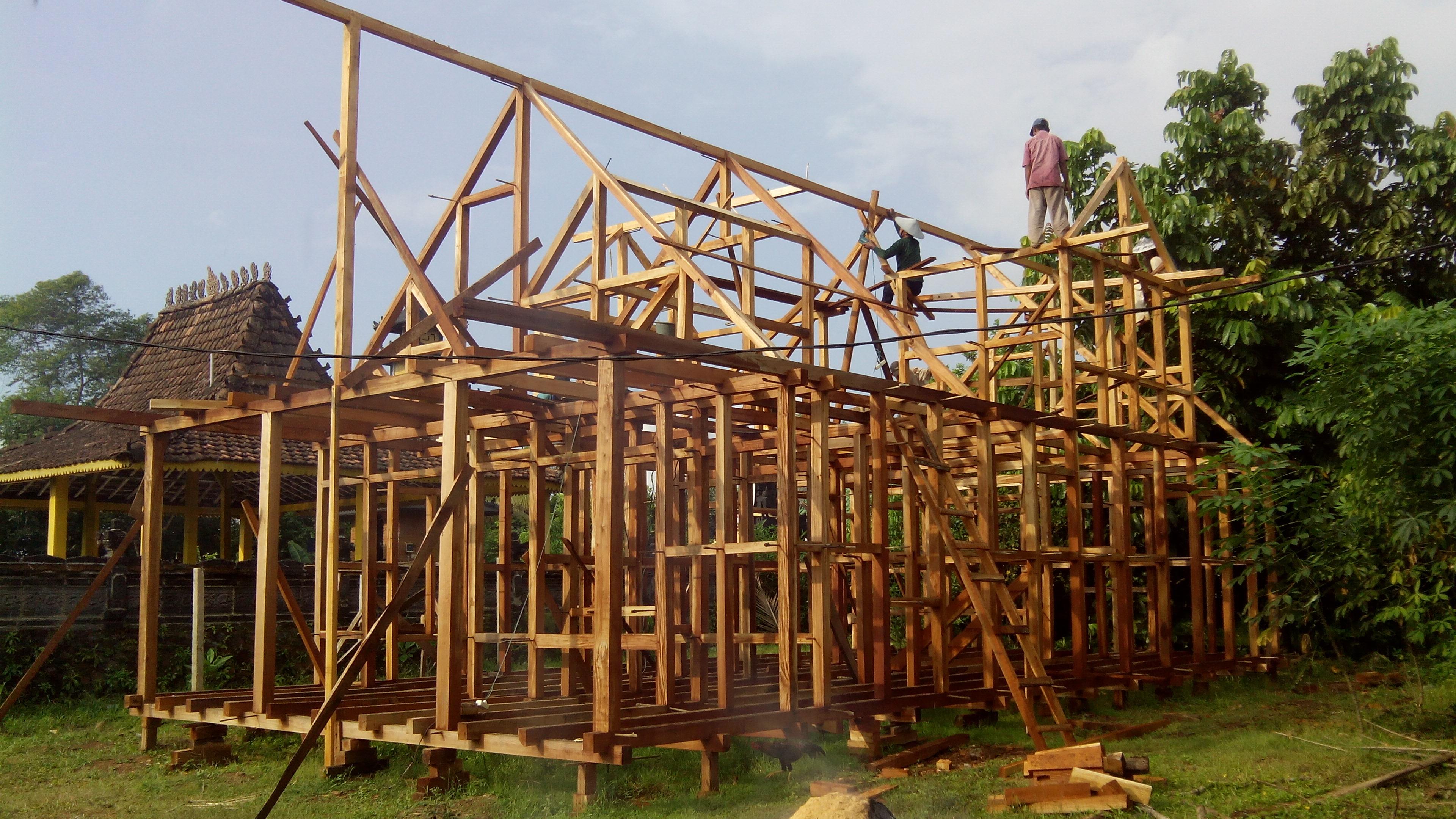 Pembuat Rumah Kayu Panggung Dan Tingkat