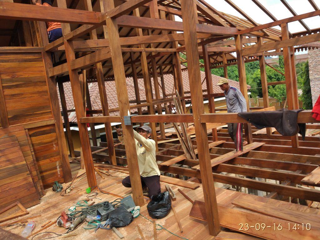 lantai rumah kayu