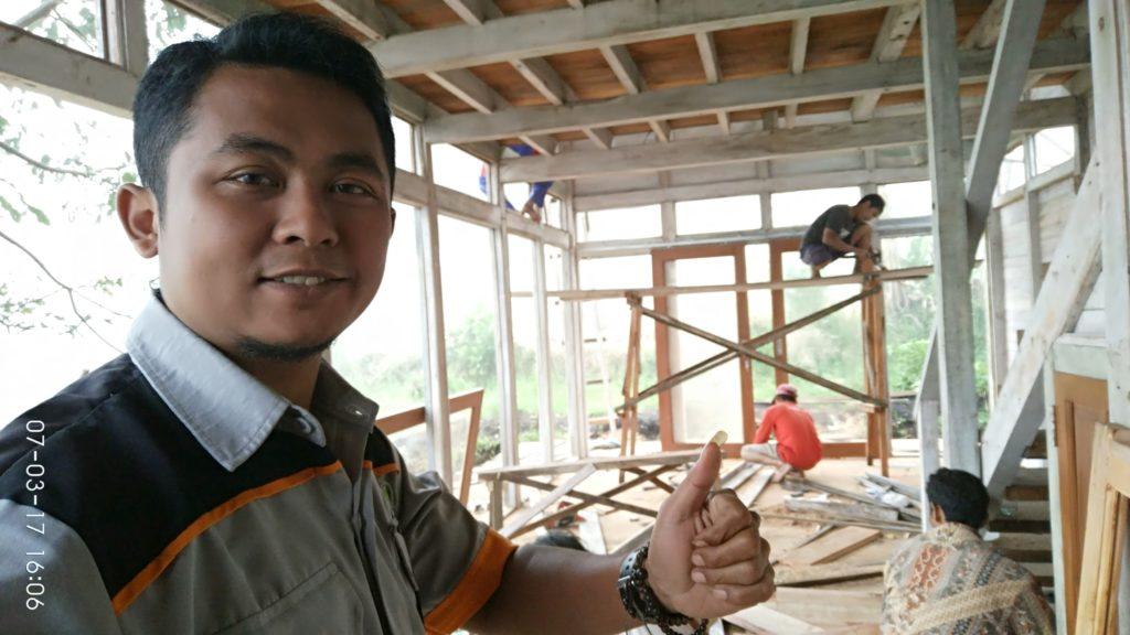 pembuat rumah kayu