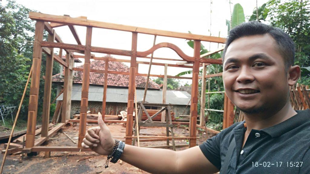 pembuatan rumah kayu mini