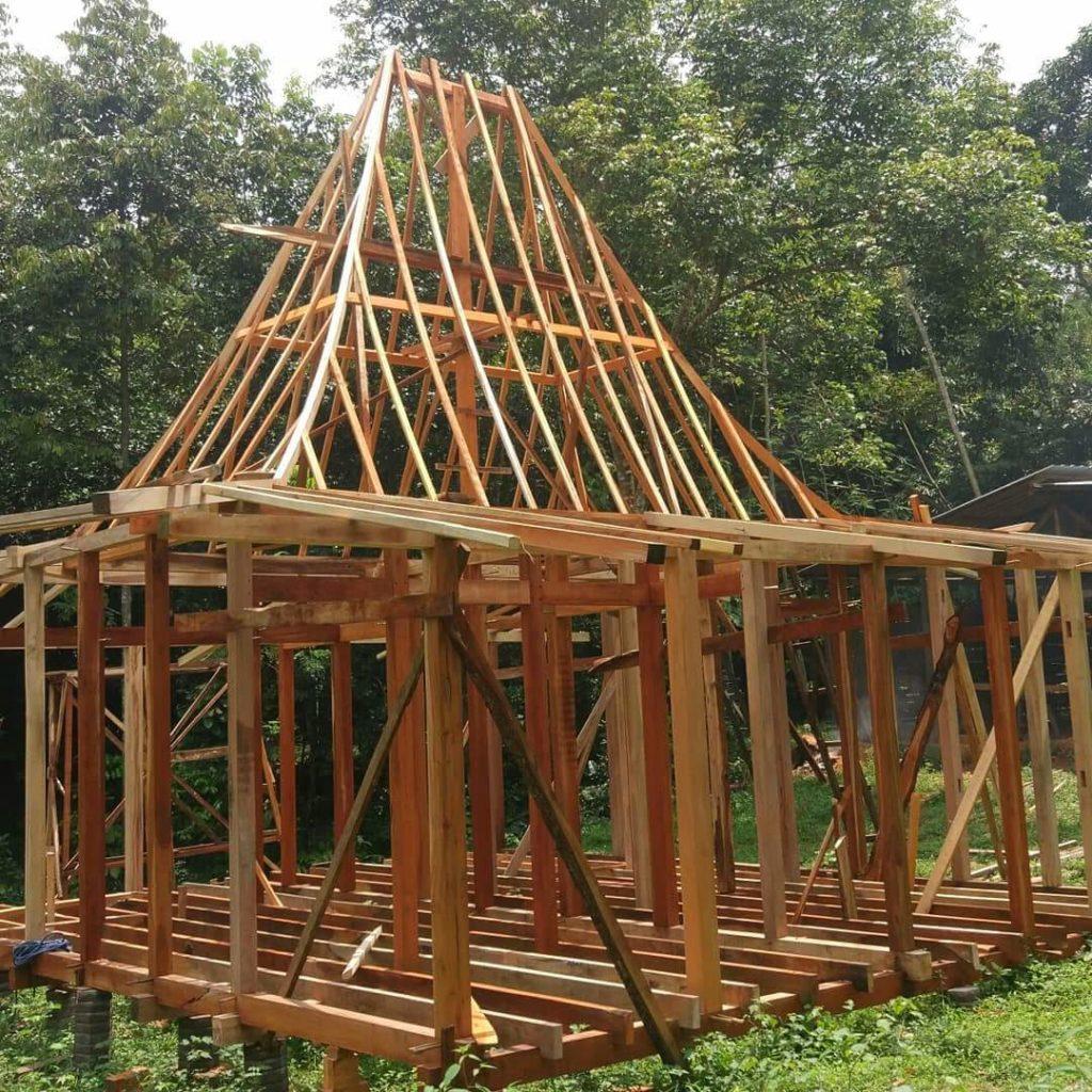 proses pembuatan rumah kayu