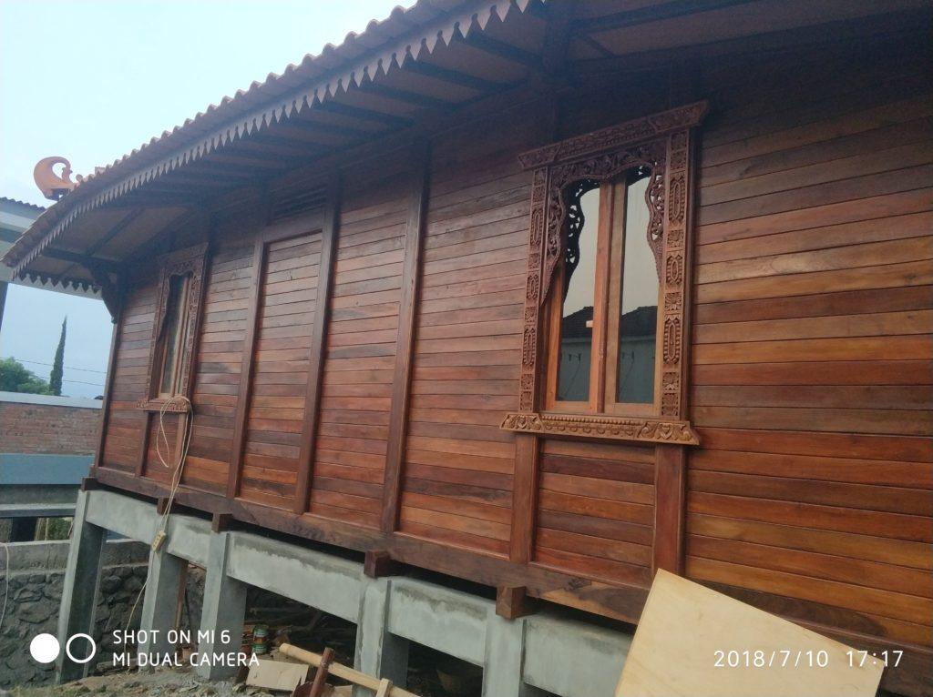 dinding jendela rumah kayu