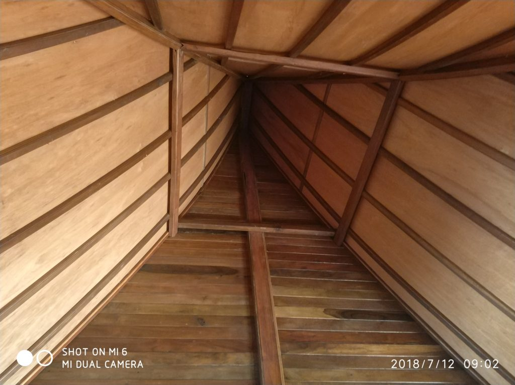 plafon rumah kayu