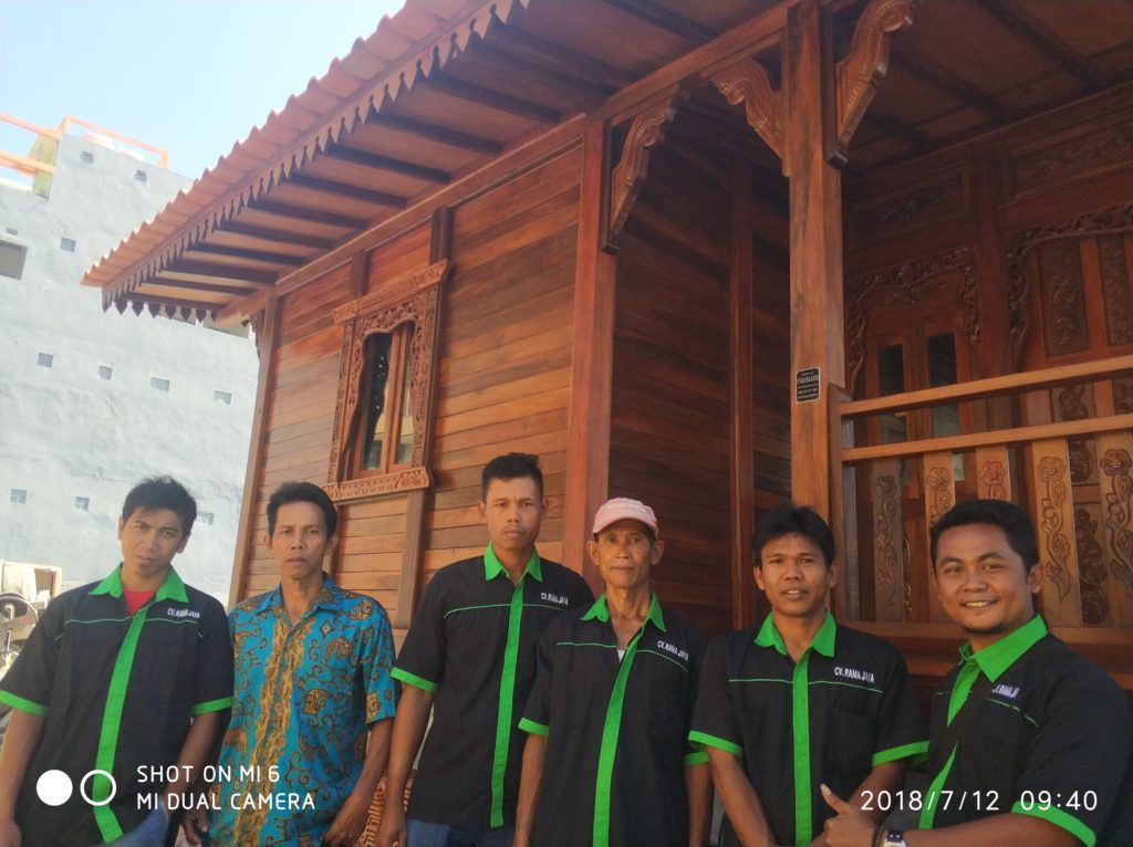 tukang rumah kayu, ahli rumah kayu, pembuat rumah kayu terbaik di Indonesia, tukang ahli rumah kayu