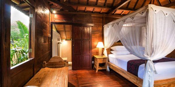 ruangan rumah kayu